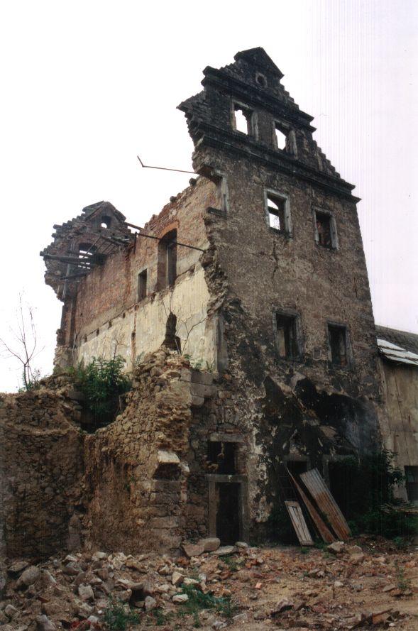 zamek-90.leta32